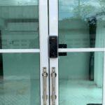 Digital door lock สำหรับประตูบานเลื่อนแบบบานปิดกลาง บานอลูมิเนียม
