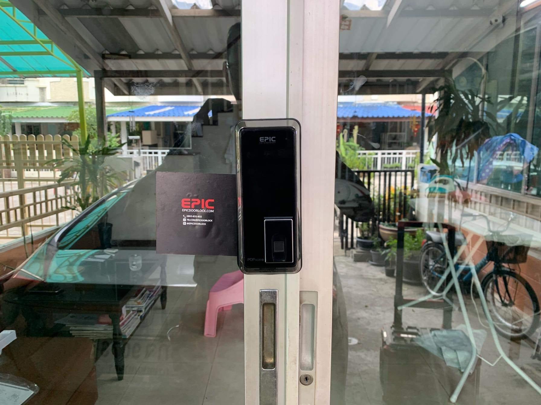 Digital door lock สำหรับประตูบานเลื่อนแบบบานคู่ ปิดชนตรงกลาง กรอบ uPVC